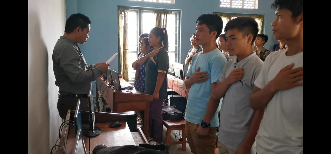 Churachandpur Community College students taking Fitness Pledge administer by Pu Pauchungnung Vaiphei, Nodal Officer of the said College.