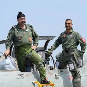 Air chief flies MiG 21 with Abhinandan in Pathankot