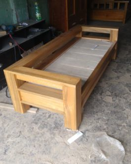 Long bench,set khat  @ Rs.30000